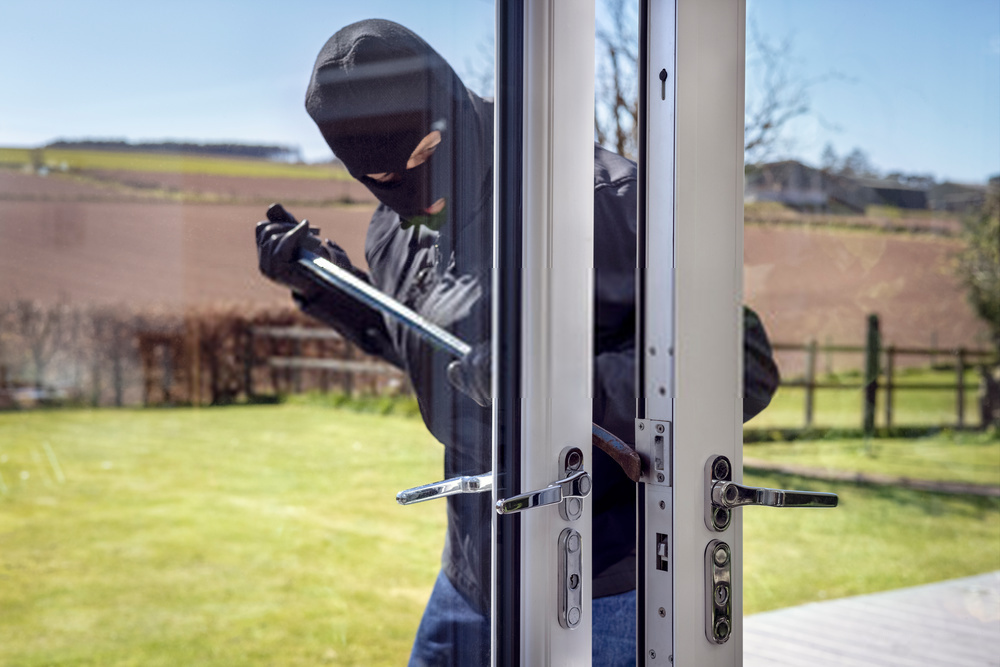 burglars breaking into the house with a crow bar